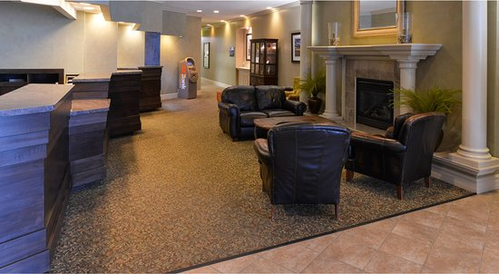 BEST WESTERN PLUS Mariposa Inn & Conference Centre: Relax by the beautiful fireplace