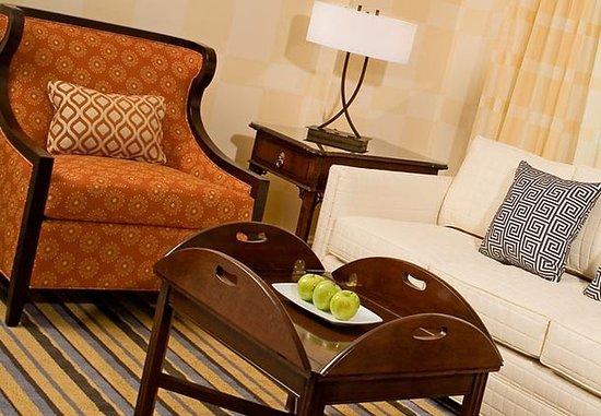 Portsmouth, VA: Junior Suite Living Area
