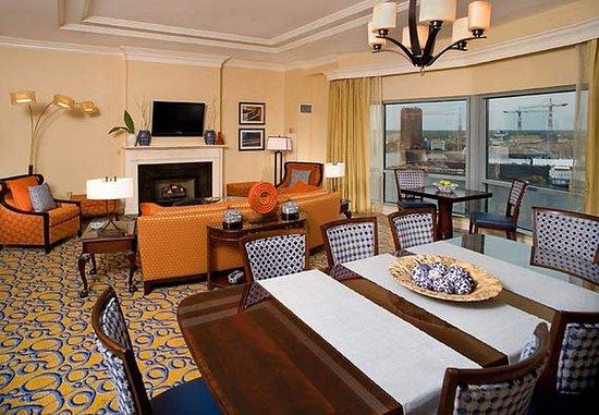 Portsmouth, VA: Presidential Suite Living Room