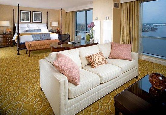 Portsmouth, VA: Presidential Suite Bedroom