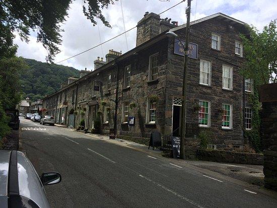 Maentwrog, UK: Main Road View