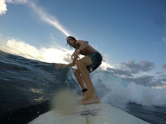 Jembrana, Indonesië: Surfing at Playgrounds reef, Nusa Lembongan