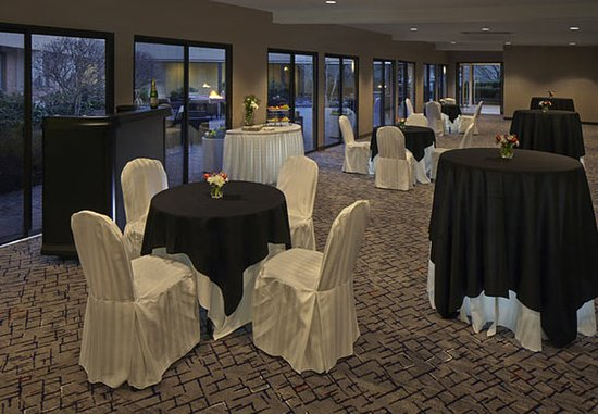 Cromwell, CT: Promenade Meeting Room – Reception Setup