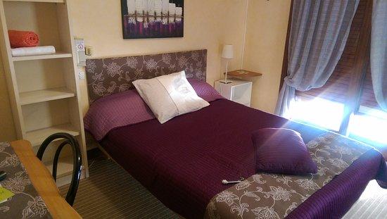 Hotel Le Marais : Chambre donnant côté rue