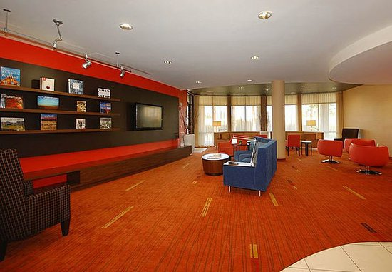 Merced, Californien: Library & Home Theater