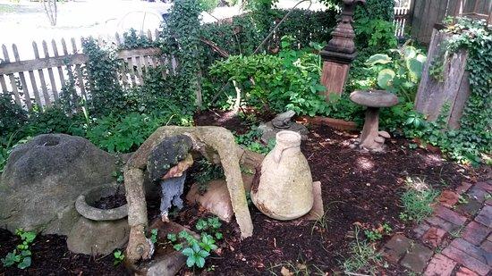 Wytheville, VA: Garden art