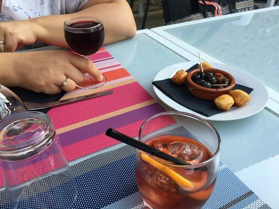 Camelas, Francia: L'apero au Rivesaltes rosé