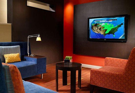 โฮมวูด, อลาบาม่า: Television Lounge