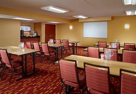 College Park, GA: Meeting Room - Classroom Setup