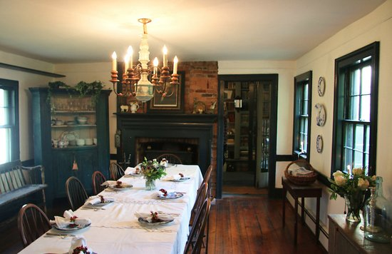 Captain Schoonmaker's Bed and Breakfast: Dining Room