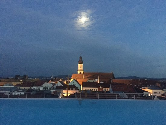Hotel Randsbergerhof: Rooftop view at night