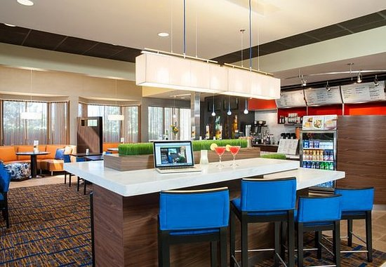 Glenview, IL: Communal Table