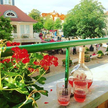Hotel Victoria: Udsigt til torvet fra vores balkon