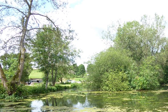 Fossebridge, UK: Lovely pond but be careful if you have small children