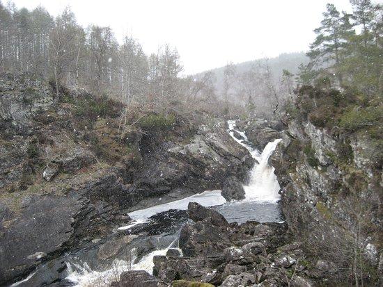 Contin, UK : Rogie Falls in April - mini snow storm!