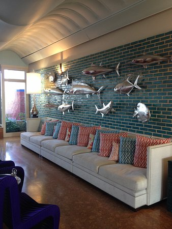 Blockade Runner Beach Resort: Cool Lobby