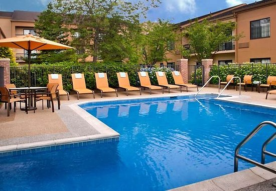 Middletown, RI: Outdoor Pool