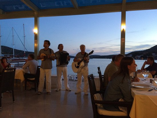Admiral Grand Hotel: Evening entertainment over dinner