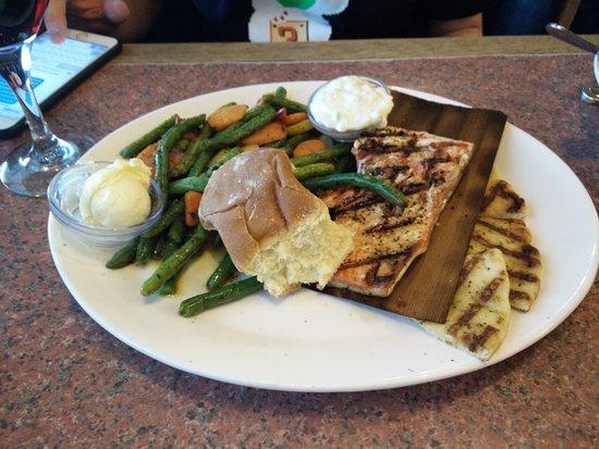 Moses Lake, WA: Wild Alaskan Salmon dinner