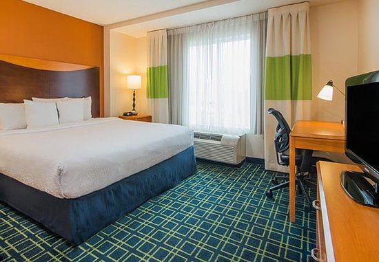 Fairfield Inn & Suites Indianapolis Downtown: King Guest Room