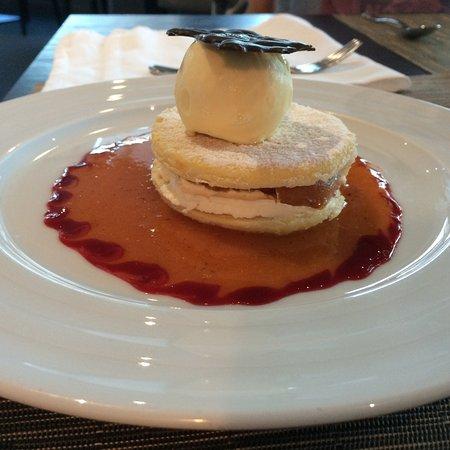 Mayenne, Francja: feuilleté d'abricot