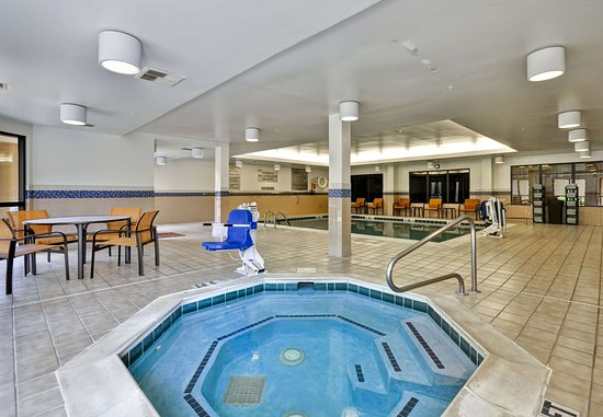 Dalton, GA: Indoor Hot Tub