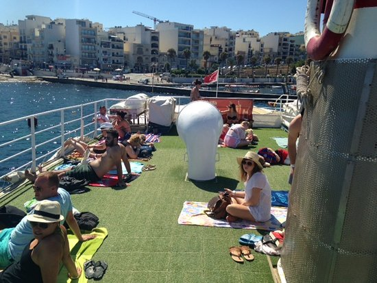 Bugibba, Malta: Top deck when we set off (before sun loungers brought out - only allowed when stationary)
