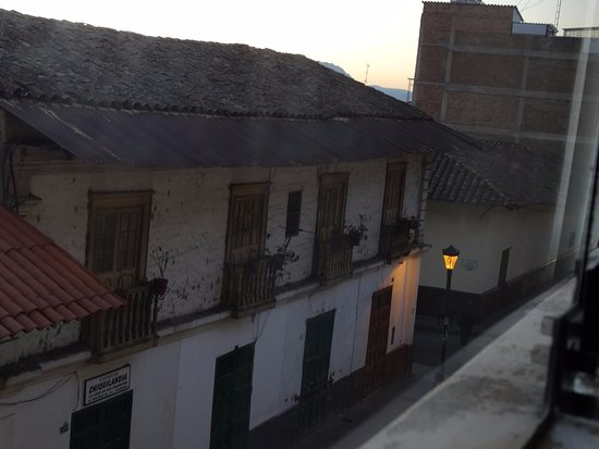 Valle Del Inca: La vista al amanecer, hacia mucho frio por eso esta foto la tome con la ventana cerrada.