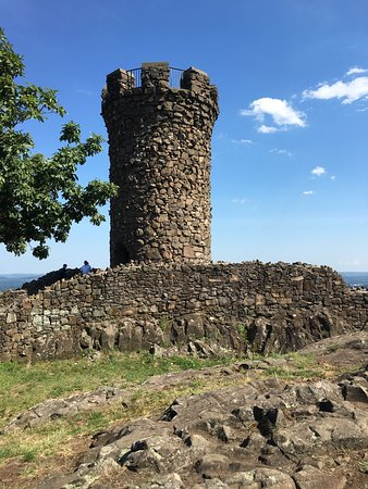 Meriden, CT: Castle Craig
