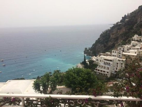 Positano Art Hotel Pasitea: Standing on our balcony each morning to these amazing views.