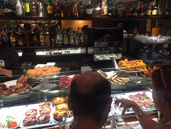 A Taberna do Bispo: At the bar