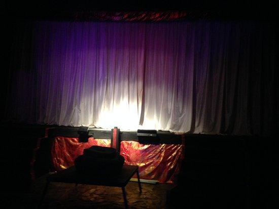 Kuta Theater: Panggung