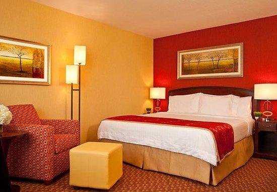Cranbury, NJ: King Guest Room
