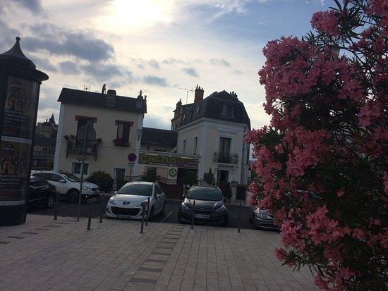 Montargis, Francia: En ville , face au bureau de Poste