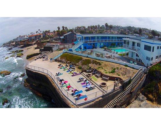 The Inn at Sunset Cliffs: Oceanfront Yoga