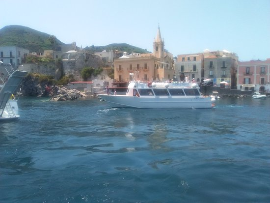 Popolo Giallo in barca alle eolie