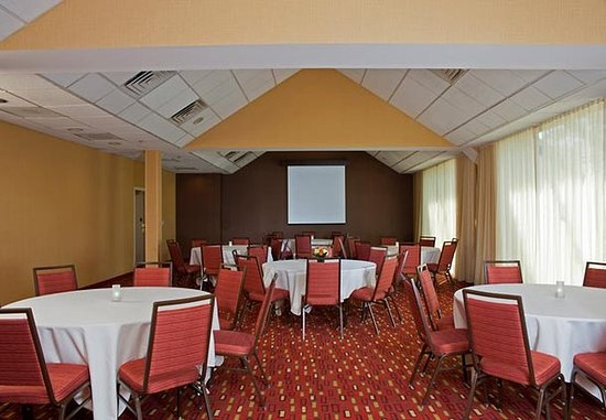 Elmhurst, IL: Conference Room