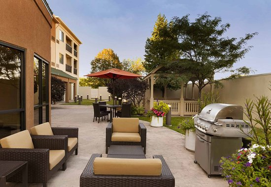 Peoria, IL: Outdoor Patio
