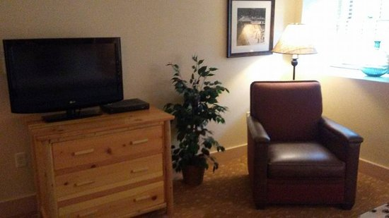 Bear Mountain Inn: TV