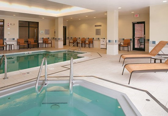Waltham, Μασαχουσέτη: Indoor Pool & Whirlpool