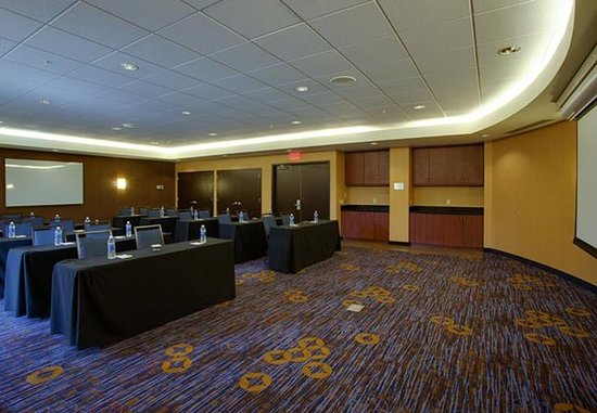 Farmingdale, Nova York: Runway Meeting Room – Classroom Setup