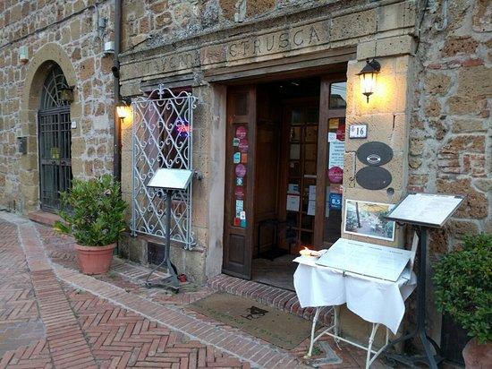 Sovana, Italia: IMG_20160721_203339_large.jpg