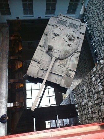House of Terror Museum: Vista del tanque en el interior