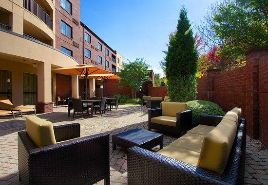 Blacksburg, VA: Courtyard