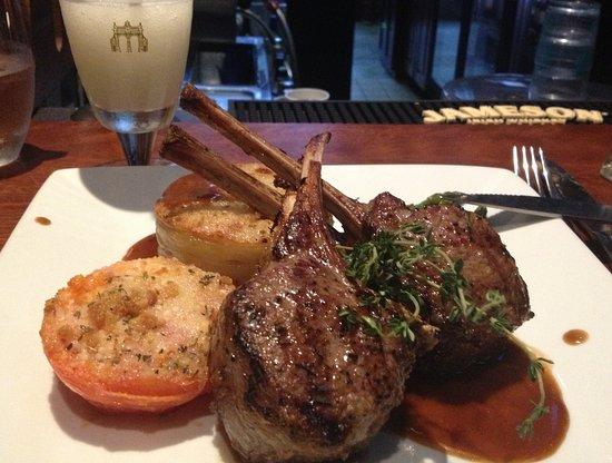 Sheraton Tarrytown Hotel: Lamb chops