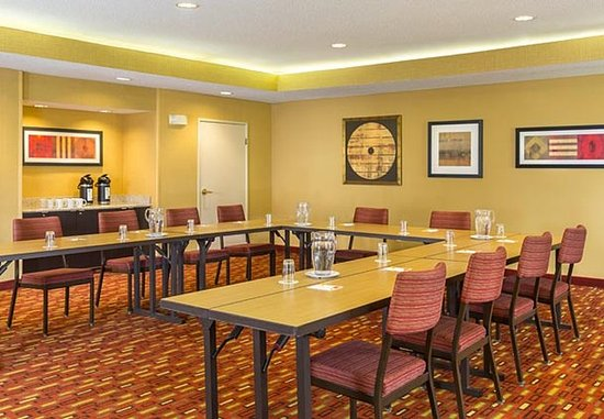 Akron, Ohio: Meeting Room – U-Shape Setup