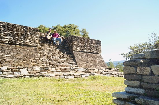 San Juan Sacatepequez, Guatemala: Templo del posclásico.