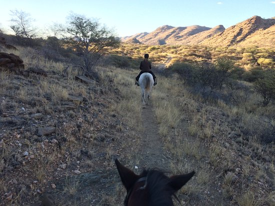 Equitrails Namibia: Approaching sunset and Pablo's bottom!
