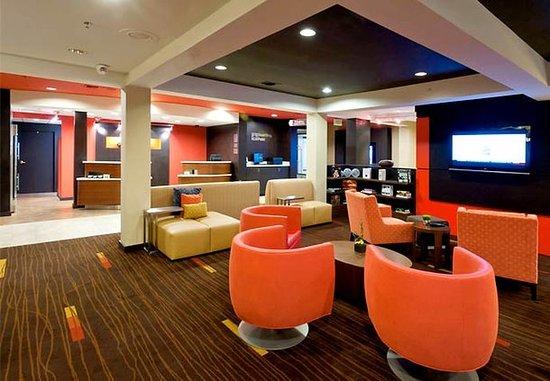 Courtyard Pensacola : Lobby