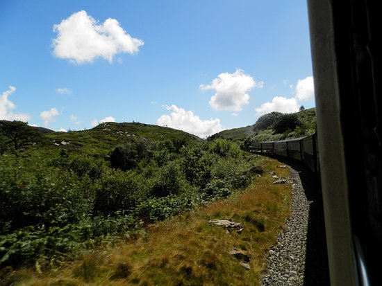 Портмадог, UK: A sunny steam train journey.